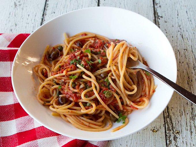 Traditional Spaghetti alla Puttanesca