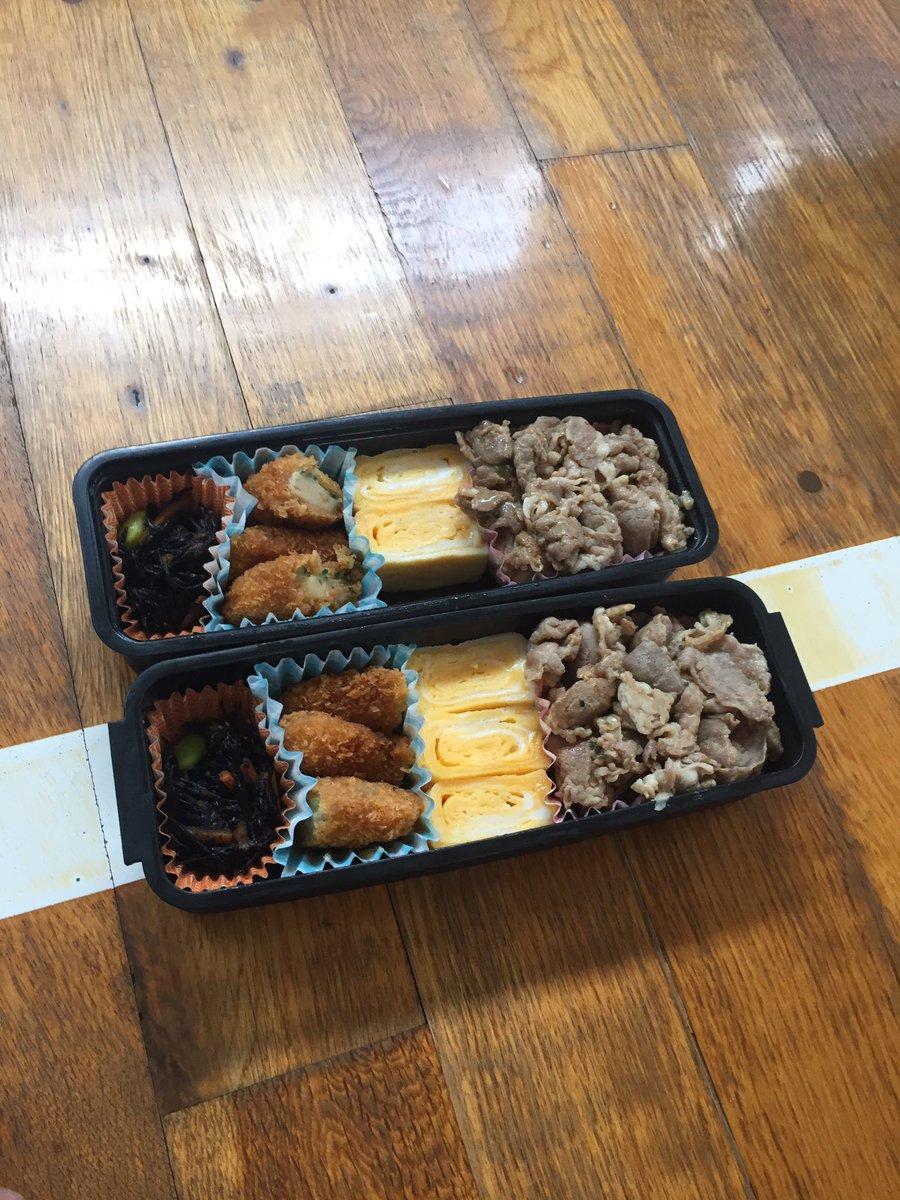 お母さん間違えてるよ。今頃弟はご飯だけで食べてるんだろうなぁ🤔 pic.twitter.com/WaN8yiaQ6S