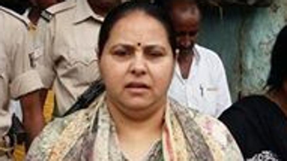 Fresh heat on Lalu Prasad as ED raids daughter Misa Bharti's farmhouse in Delhi https://t.co/PvwIQjnVVn @AzaanJavaid reports