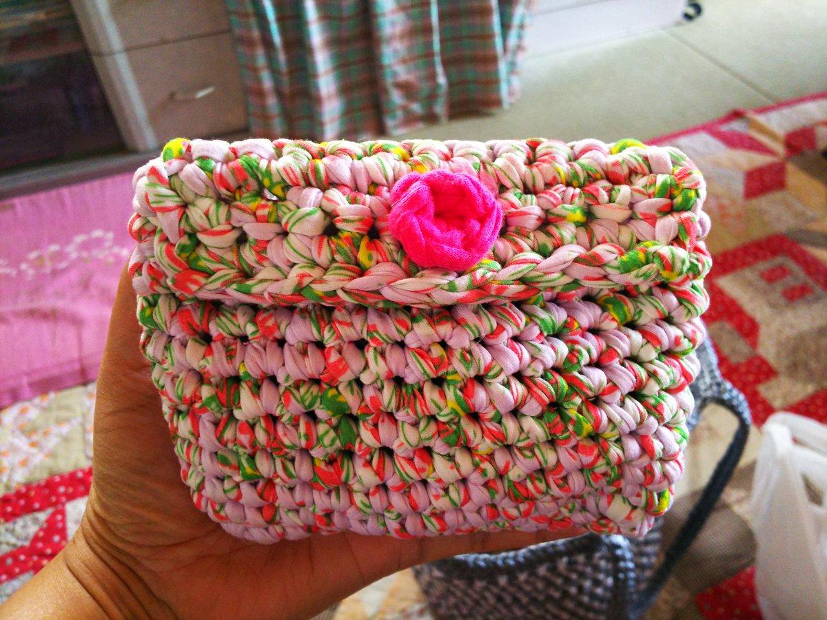 test ツイッターメディア - 朝起きて、 出かける前に Tシャツヤーン3玉で 母にポーチを作りました 編みながら形を考えて?? 円底からスクエア底に変えたり ほどいて編んで?? 持って行ったら さっそく使ってた??  #ダイソー #Tシャツヤーン #ポーチ https://t.co/KPxazymr9O