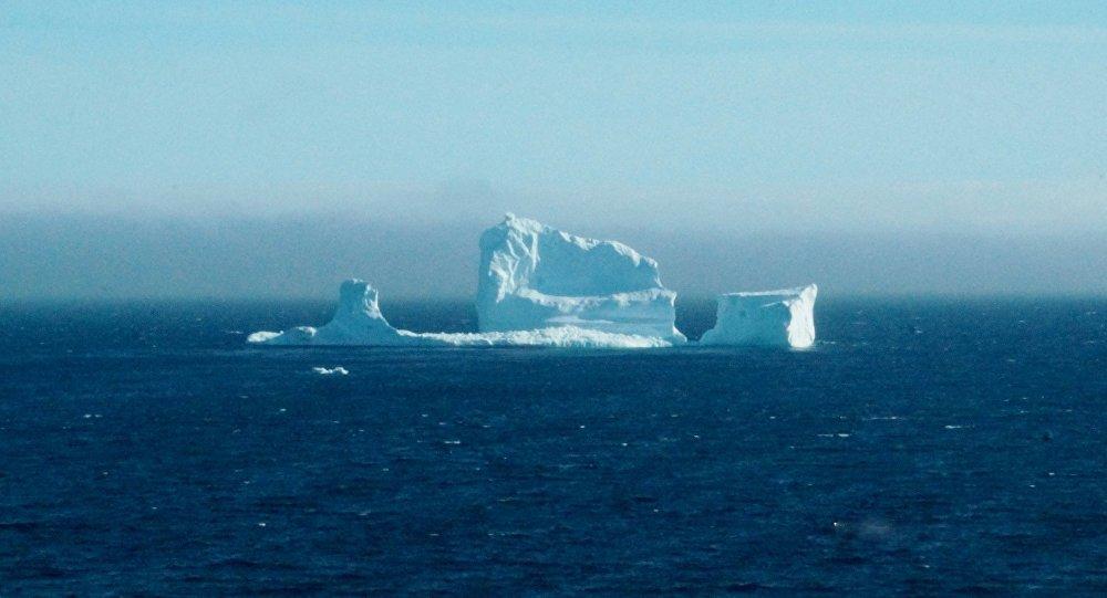 Iceberg gigante está 'nascendo' na #Antártida https://t.co/HaKVc47kHt