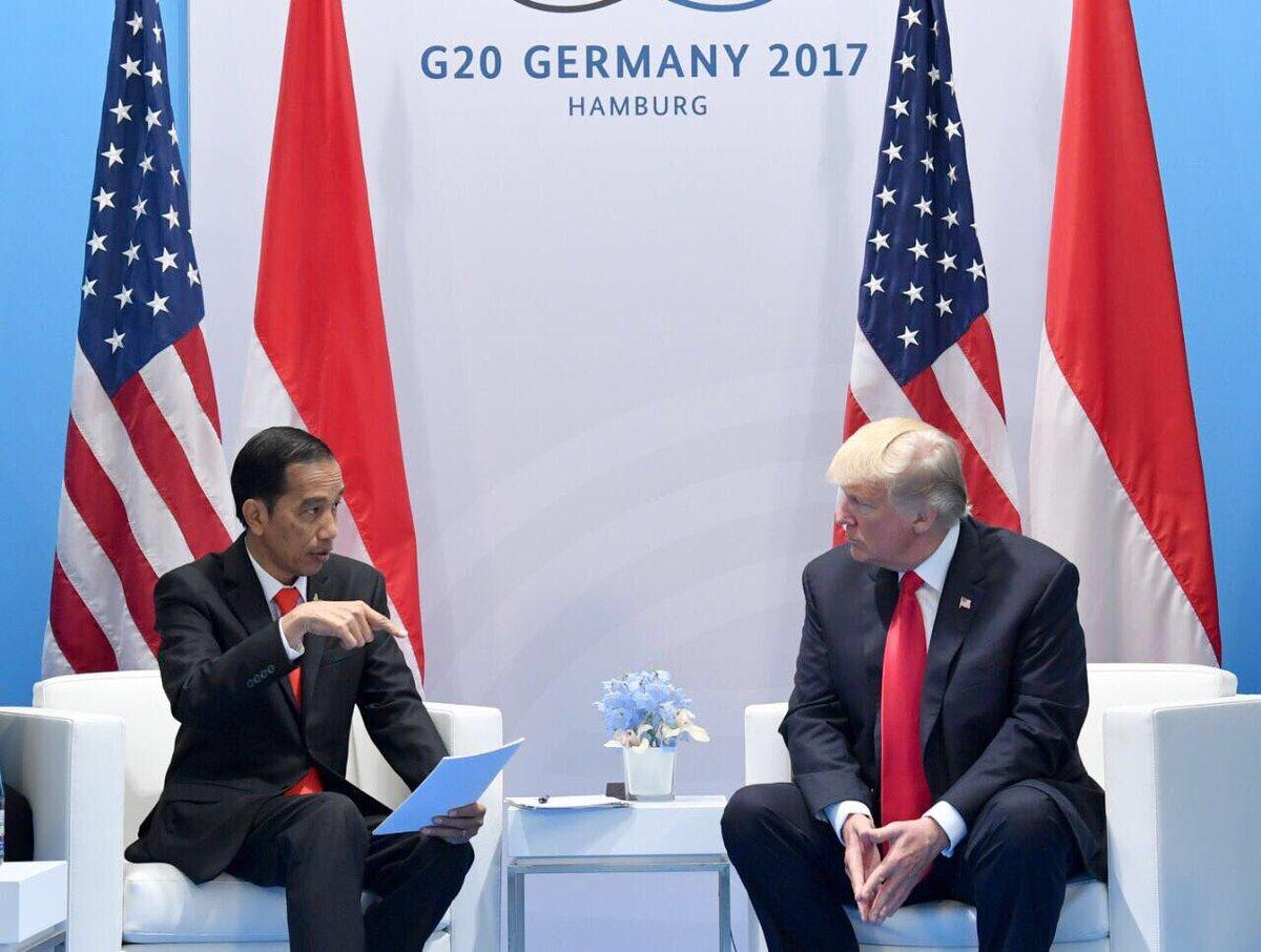 Presiden Indonesia Joko Widodo bersama dengan Presiden Amerika Serikat, Donald Trump di KTT G20