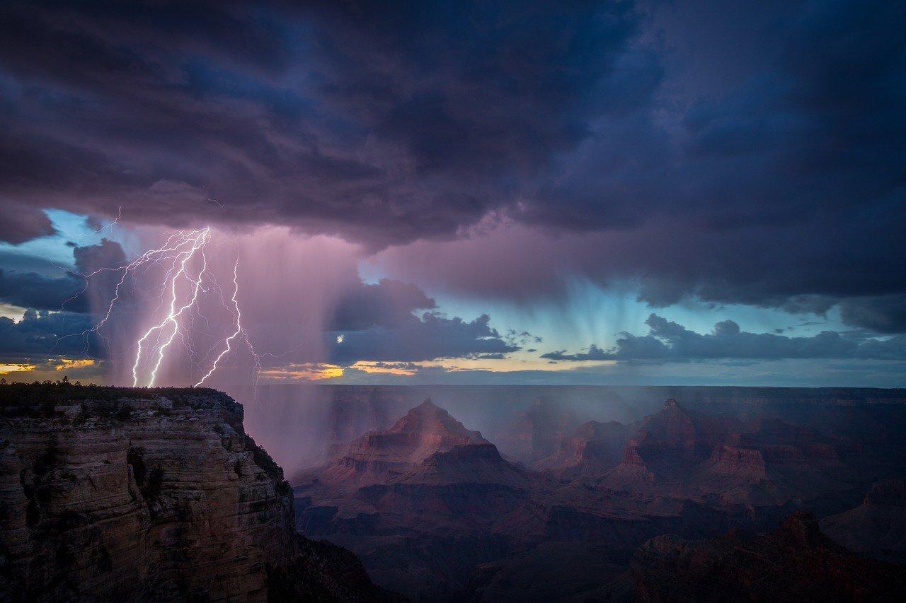 Amazing lightning show @GrandCanyonNPS by Scott Keelin #Arizona https://t.co/9c8kBS24rE