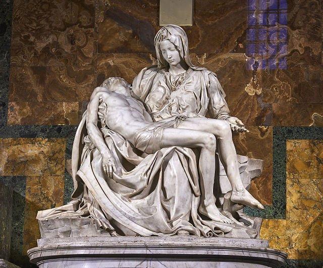 ApocryphaのOPが解禁されたので。シロウと黒のアサシンのポーズの元ネタはこちら。ミケランジェロ作「ピエタ」。ダビデ像に並ぶ傑作のひとつ。4つあるうちの最初の作品で、バチカンのサンピエトロ大聖堂にあります。救世主の亡骸を抱く聖母の像です。※画像はwikipedeiaより転載