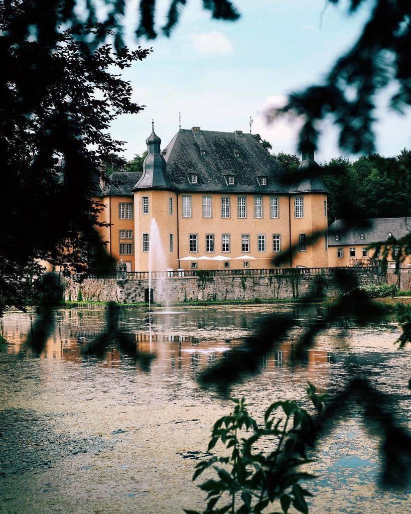 Schloss-life. https://t.co/H3Bmnkshu4 https://t.co/MqWAOoY9GS