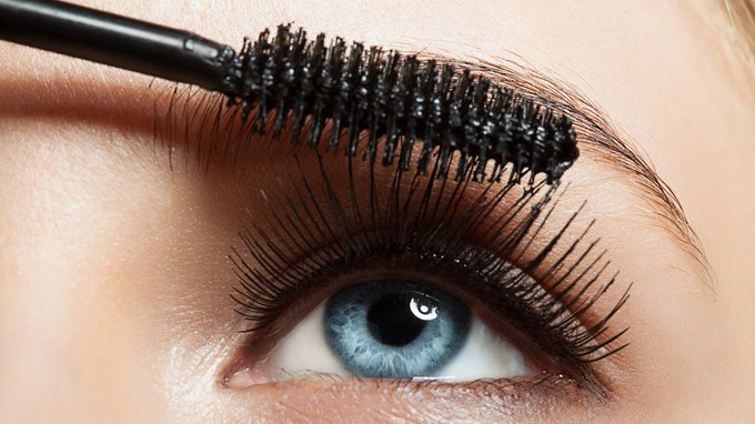 This Is How Long Your Mascara REALLY Lasts Before it Expires