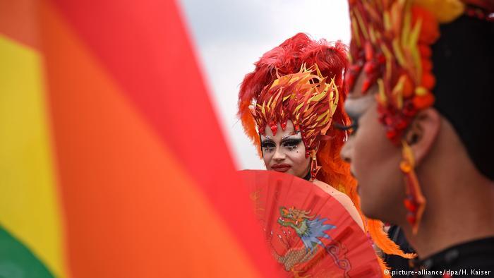 Colônia celebra tolerância em parada gay https://t.co/1hlLMxxSMp #colognepride2017 #colognepride2017 #CSD2017