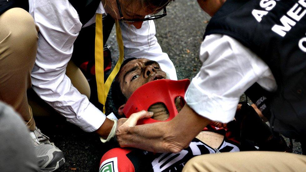 Rovinosa caduta di Richie Porte al Tour de France: immagini da paura