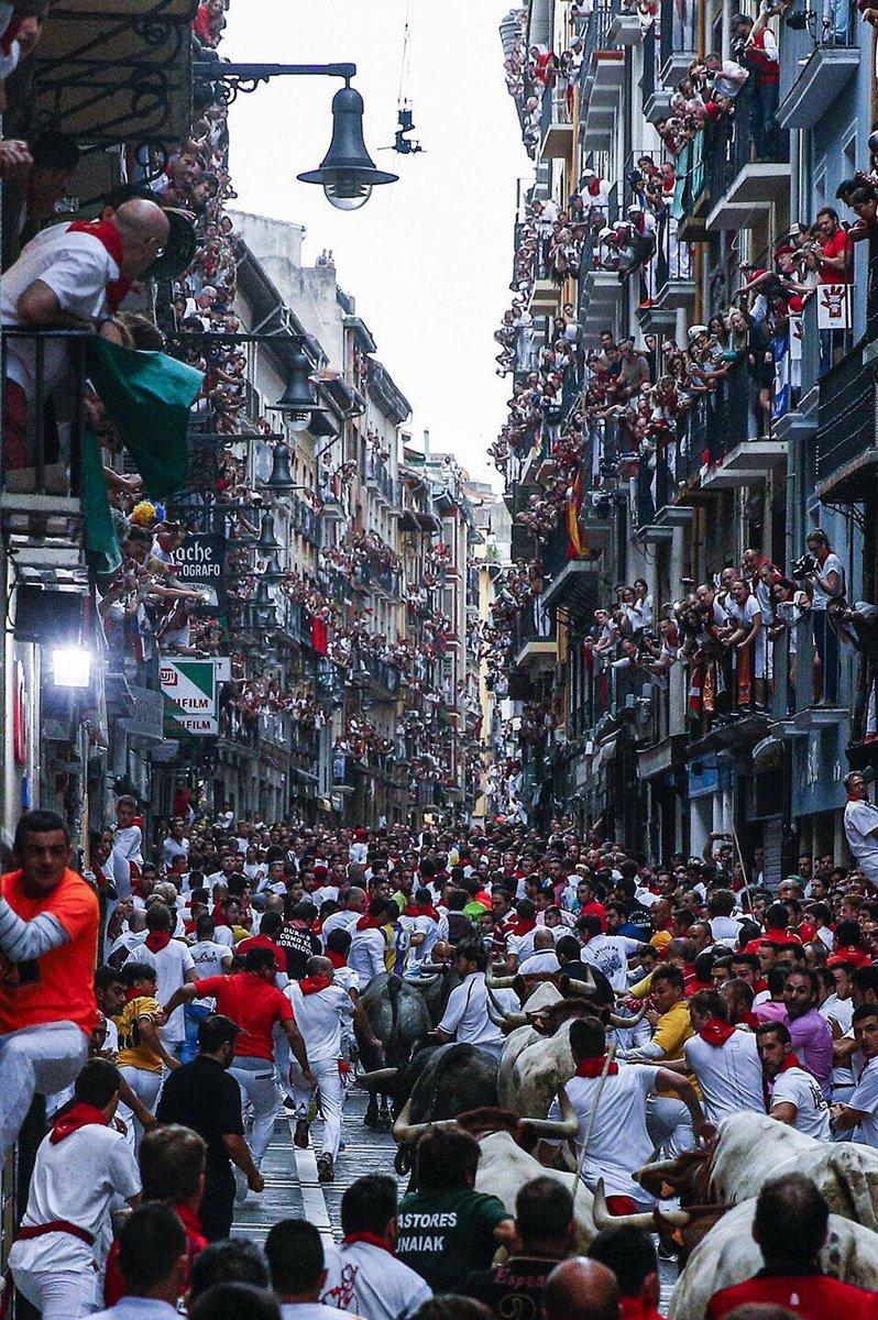 Running of the bulls Encierro Sanfermines Las Fiestas de San Fermín 2017