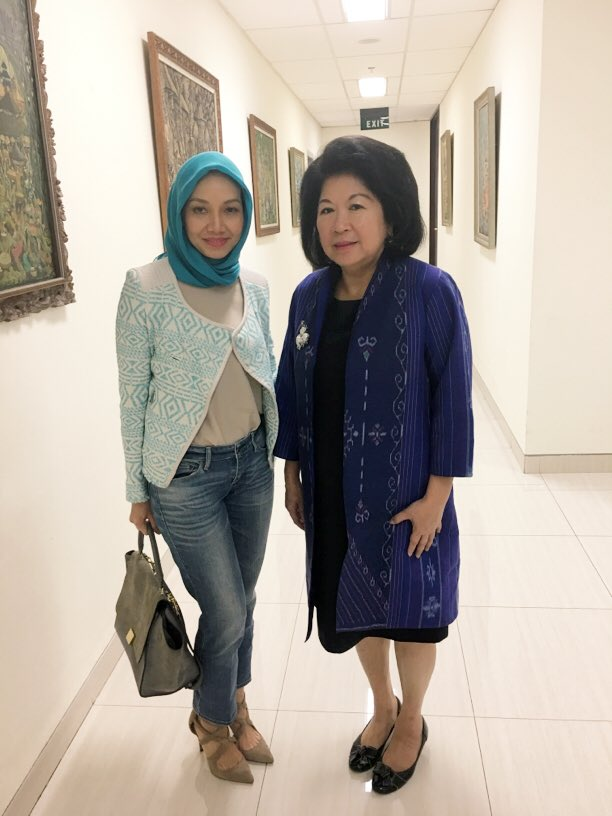 With one of my favorite women leaders, Ibu Mari Pangestu, Former minister of Trade and Tourism &amp; Creative Economy #womenleaders #IDBYTE2017 <br>http://pic.twitter.com/HGXZbQ5B8v