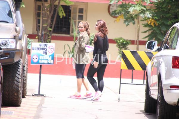 Photos - Kareena and Amrita spotted at gym! https://t.co/CVQYNw8weG