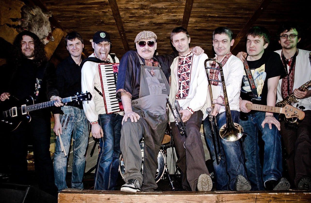фото музыкальной группы туристы из украины сильный туман, они