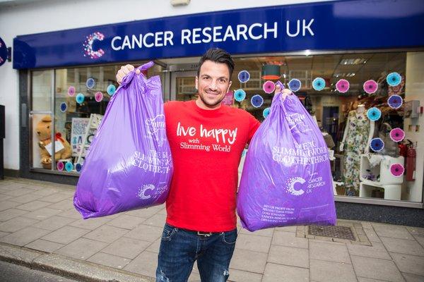 [news] Big Slimming World Clothes Throw raises £3.3m for Cancer Research UK https://t.co/LBZpQMhfan https://t.co/3gz2hmviax