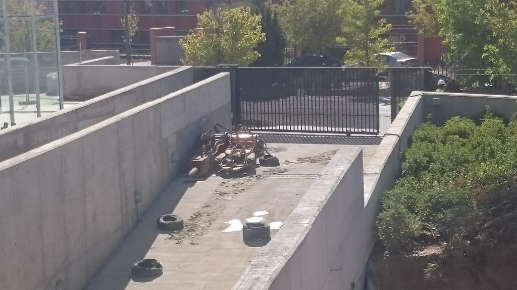 Con el buen tiempo empezamos demolición parcial aparcamientos de residencia universitaria Carlos III(Getafe)