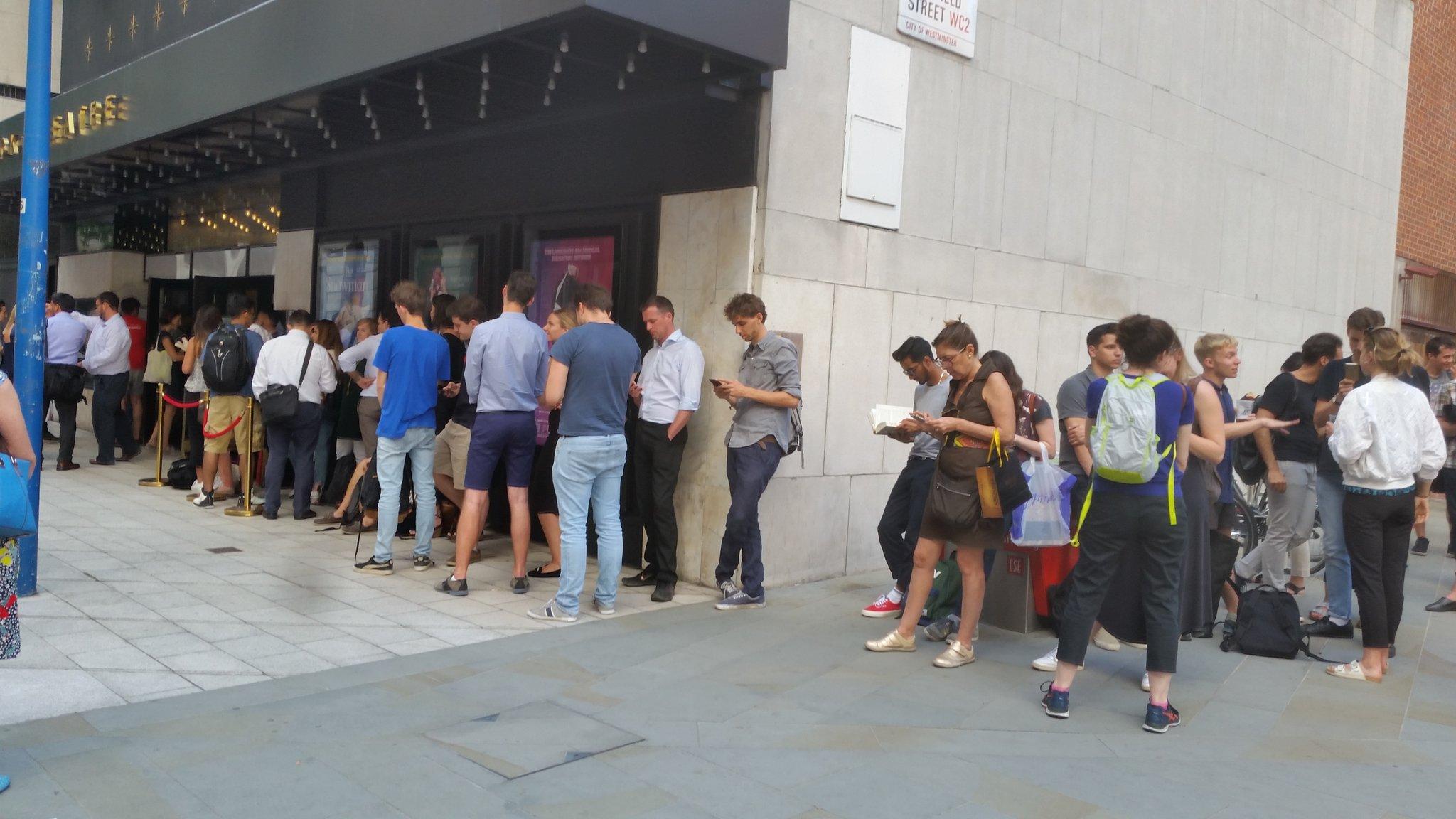 A long queue waiting in front of the Peacock theatre for the Major of London Sadiq Khan @SadiqKhan #LSESadiq https://t.co/Fe3KkJJGRv