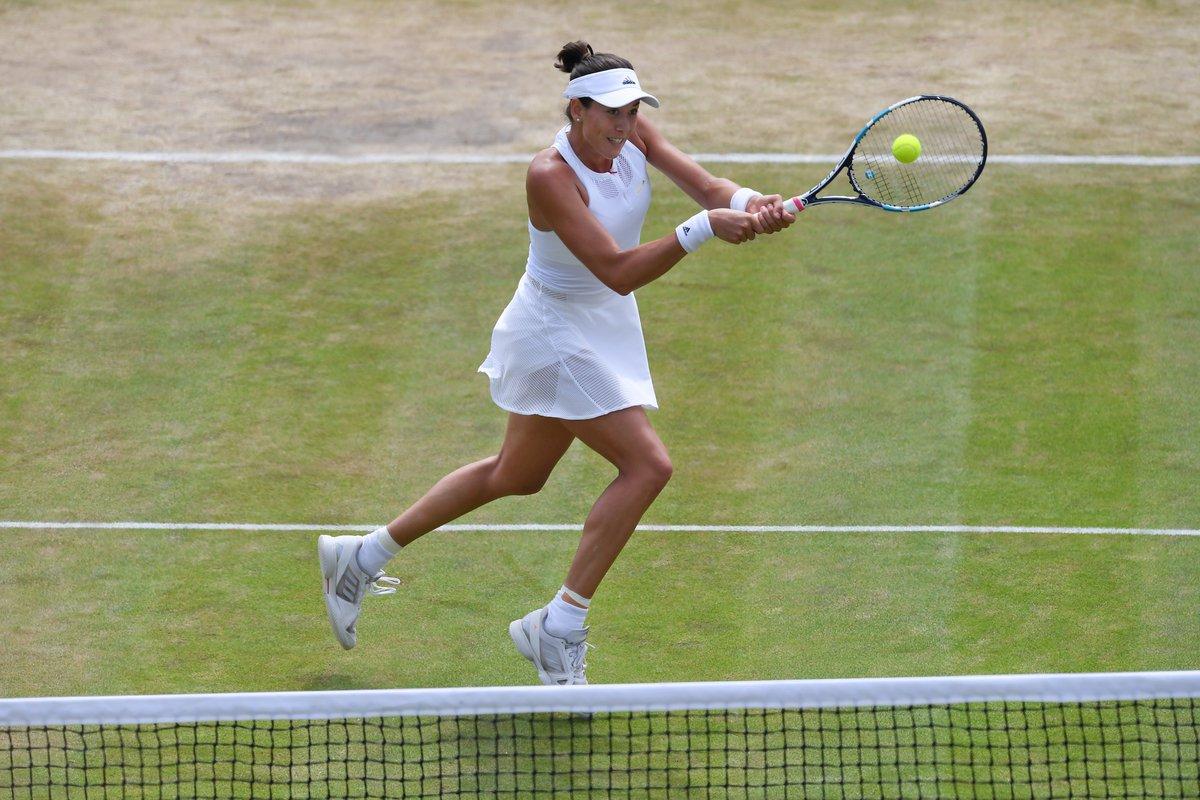 Congrats @GarbiMuguruza...Good luck in the @Wimbledon quarter-finals tomorrow!! x Stella  #aSMC