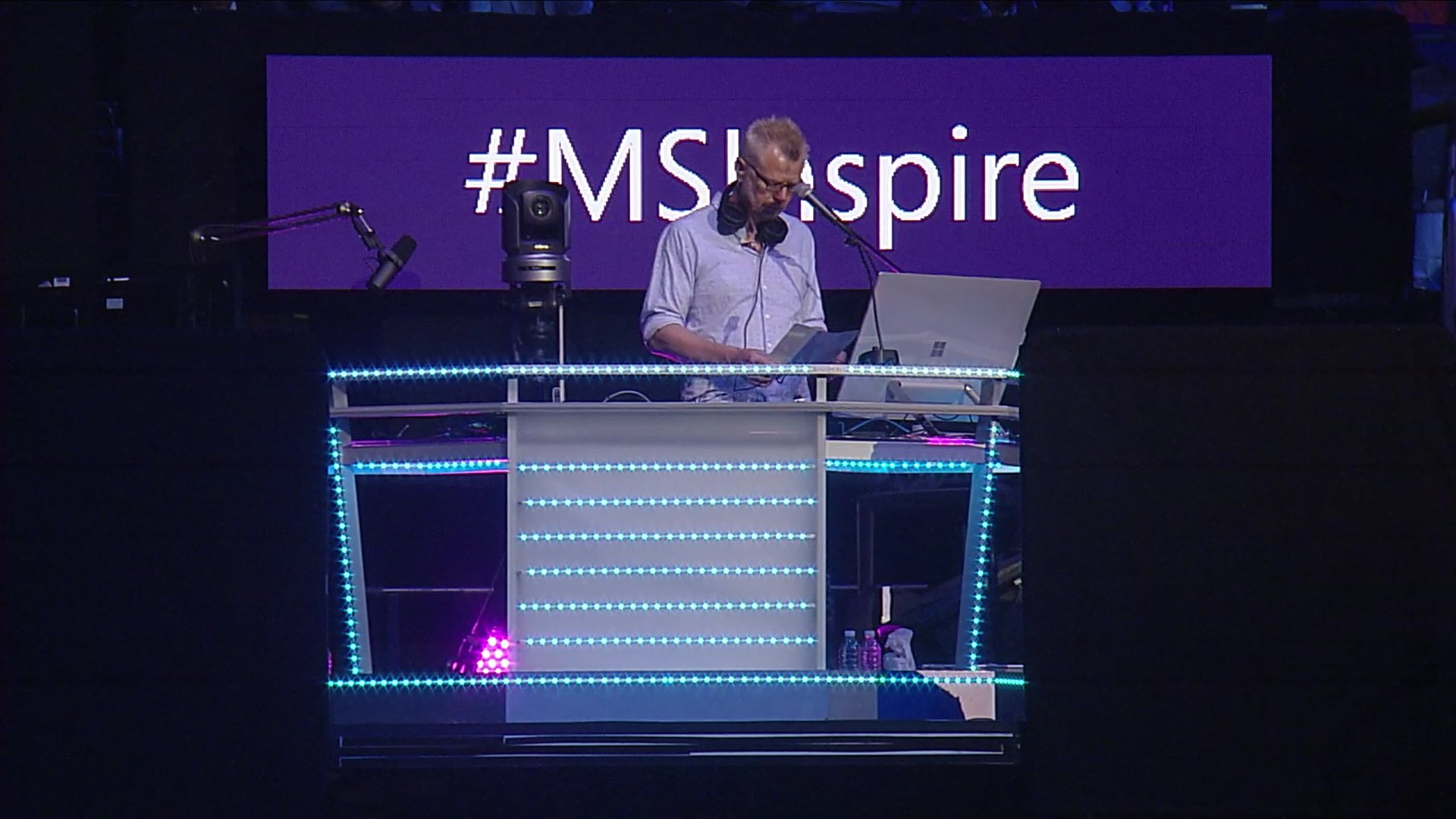 And looks like we are off.. #MSInspire begins with @Surface Studio DJ :) https://t.co/eIOMXOUoQF