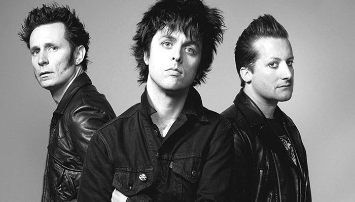Green Day presta esclarecimento sobre acidente fatal de acrobata durante festival: https://t.co/2nCBI6KJhB