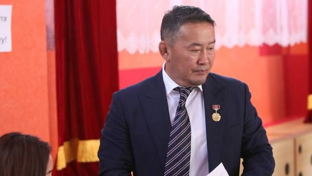 #Mongolia: Battulga inaugurated as new #president after winning 50.6% in #runoff  #election  http:// buff.ly/2t5n3fg  &nbsp;  <br>http://pic.twitter.com/793VWxkKe4