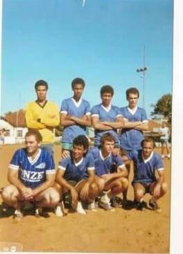 Cláudio Zaidan é o primeiro agachado: o Garrincha de Uberaba!