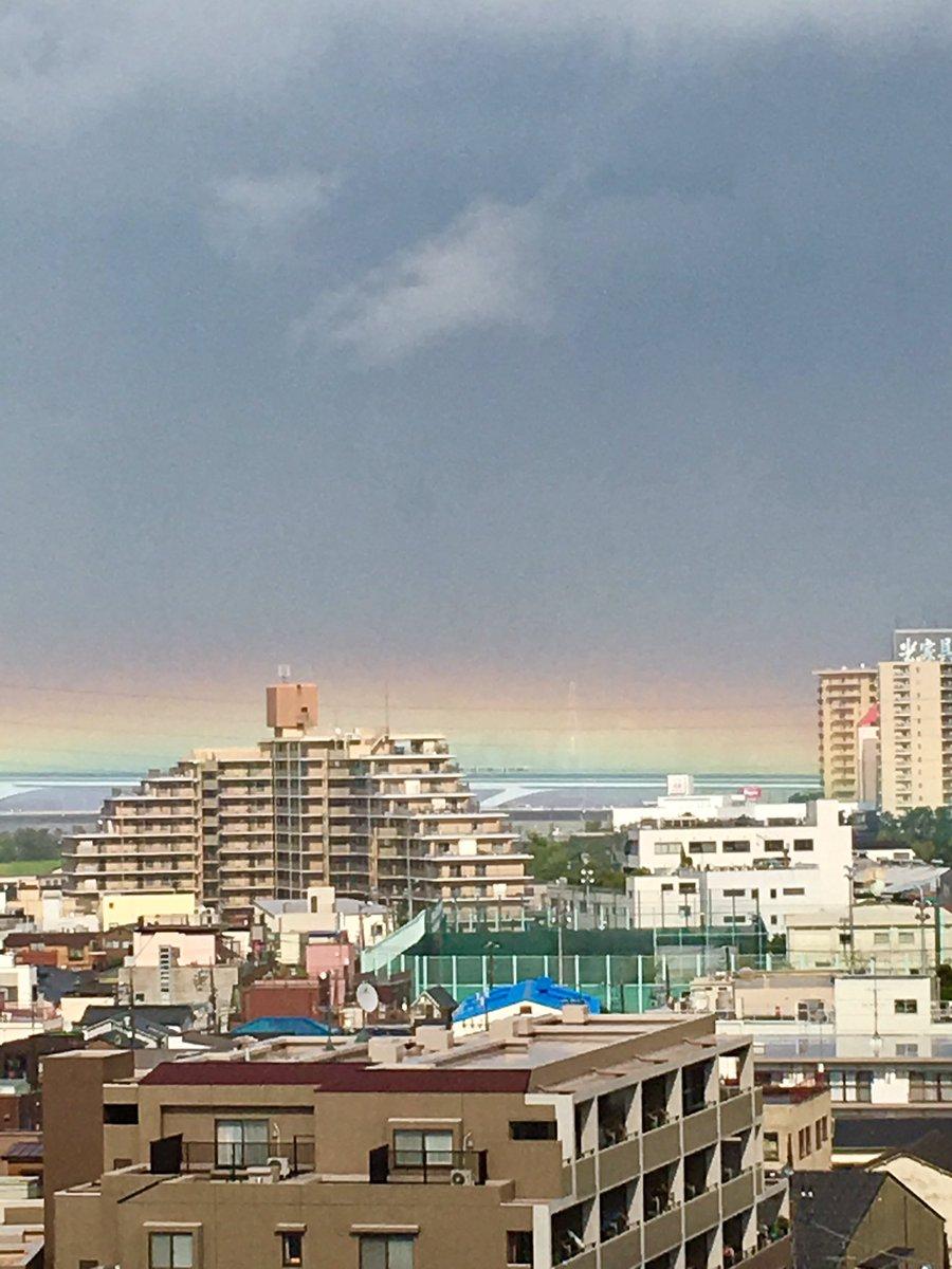 こんな虹は初めて見た。  以上、足立支部からの天候報告でした。(笑)   #ジョージとシャウラ