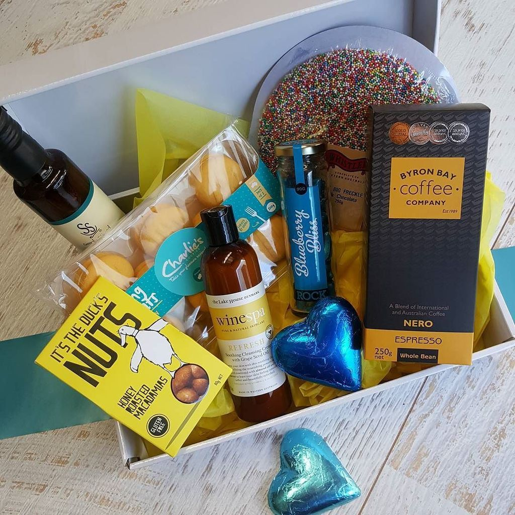 With over 800 products to choose from, what combination will you come up with?  The ultimate bespoke hamper  #cr…  http:// ift.tt/2u3EcIz  &nbsp;  <br>http://pic.twitter.com/jWdyA48IBa