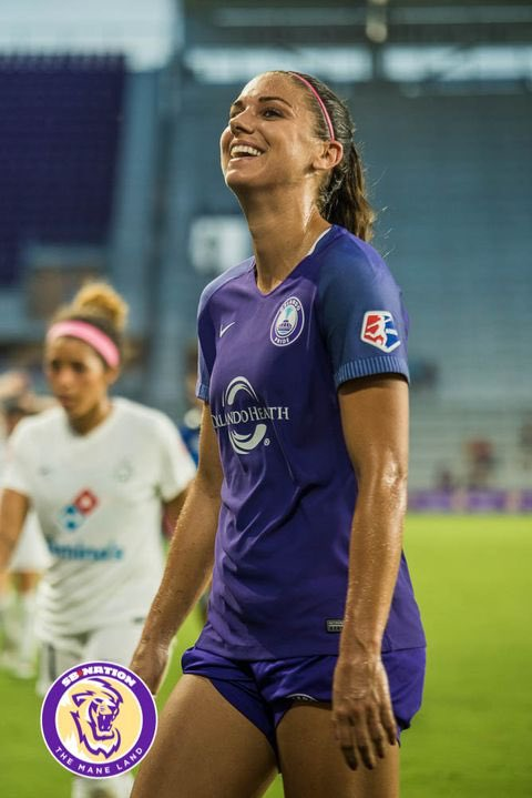 Alex with the pulled up shorts look.  #AlexMorgan #USWNT #OrlandoPride<br>http://pic.twitter.com/WSeQj7utFM