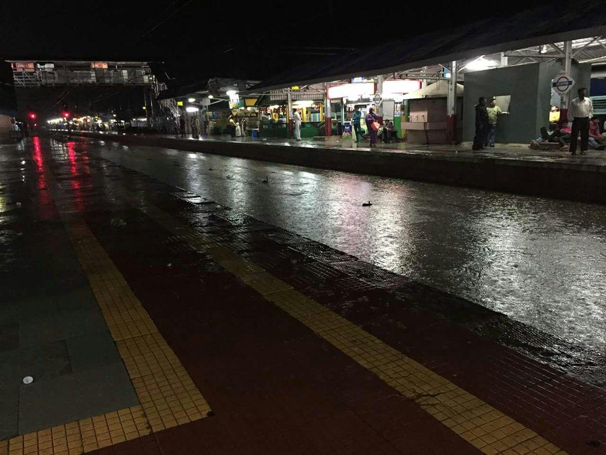વલસાડ, નવસારી સહિત દક્ષિણ ગુજરાતમાં ભારે વરસાદ; સુરત-મુંબઈ રેલવ્યવહાર બે કલાક માટે ખોરવાયો