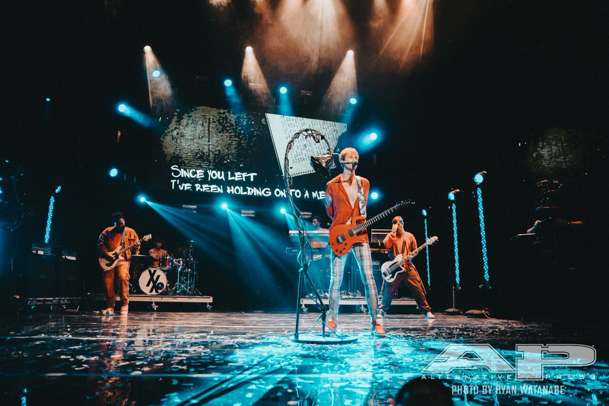 Here are the best photos from @machinegunkelly's 2017 #APMAS performance! 🙌 https://t.co/AHMAovBC8i