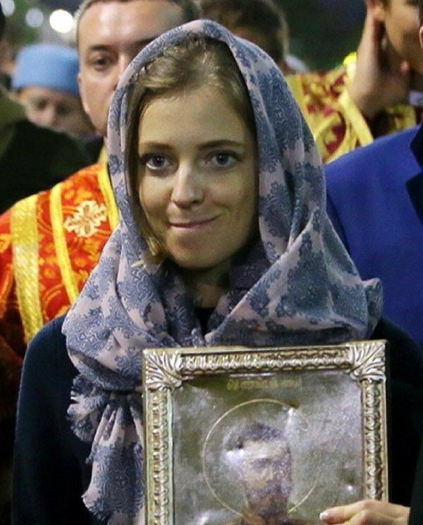 Оголившаяся в АП активистка задержана, ее уведомят о подозрении в хулиганстве, - Нацполиция - Цензор.НЕТ 9064