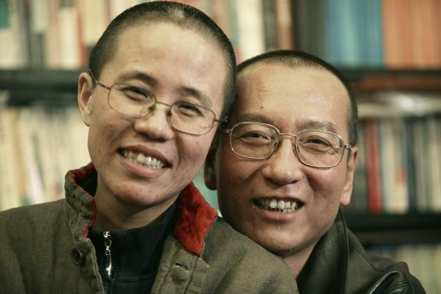 """I am not free,"" shouts Liu Xia, still held under house arrest by fearful China despite husband Liu Xiaobo's death. https://t.co/ycR85JPtfN https://t.co/Hn9x49hj8x"