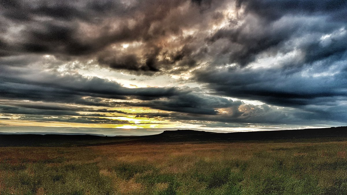 Sunset over Higgar Tor on the Sheffield/Peak District border. 9th July 2017. https://t.co/hU6kc89z1N