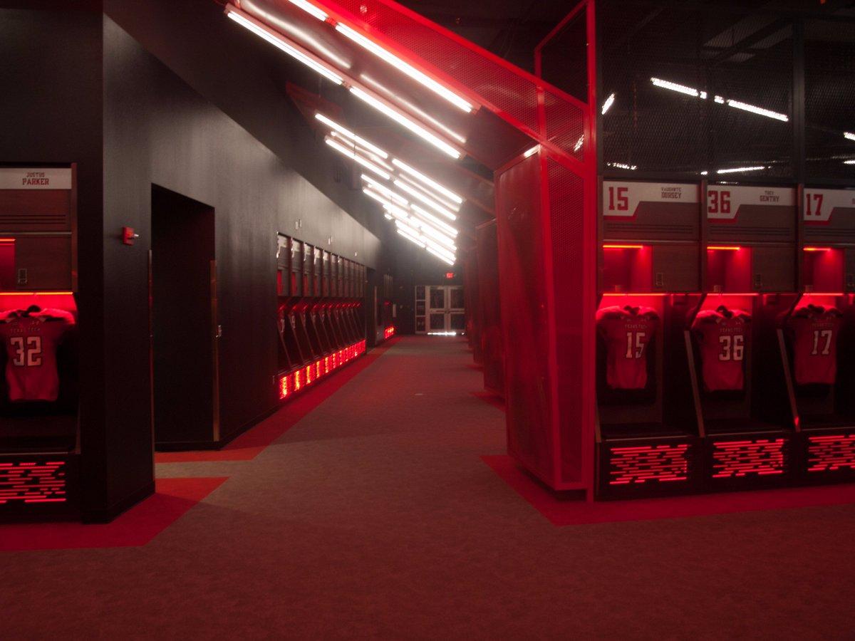Ladies and gentlemen: Your new #TexasTech football locker room... https://t.co/5qbdegfNKO