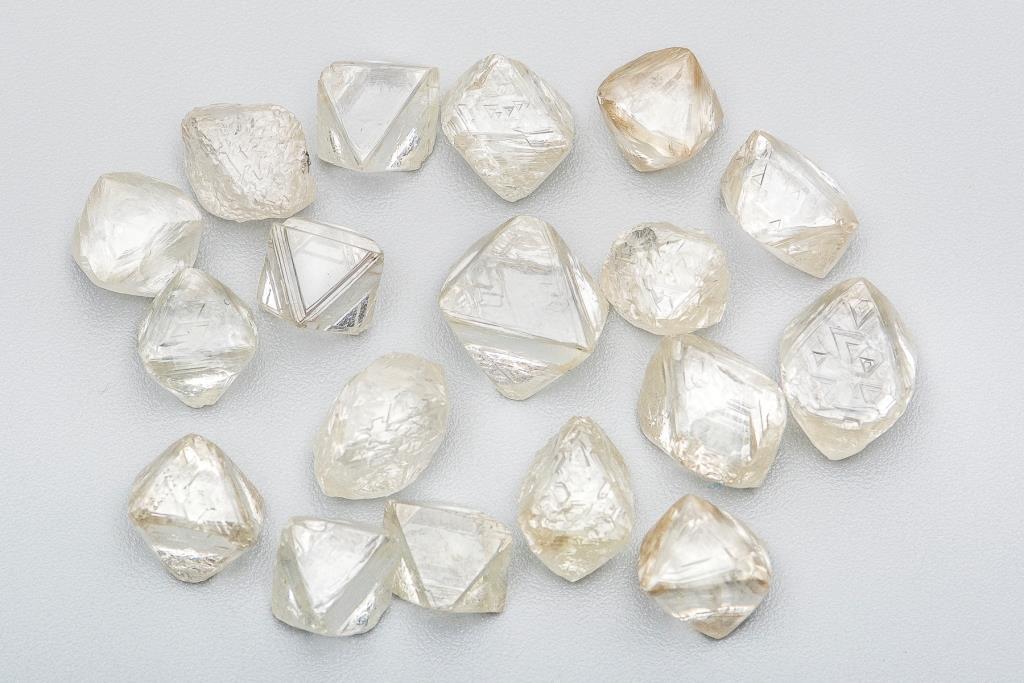ALROSA sells rough and polished diamonds worth USD 365 million in June #ALROSA goo.gl/nNMfsC