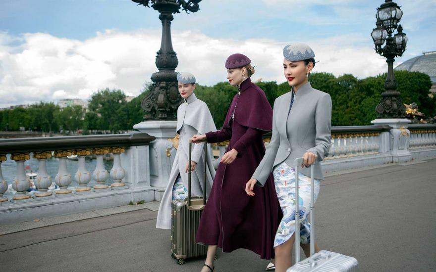 中国・海南航空の乗務員制服が魔法使いのようでかっこいい。ハリーポッターに出てきてもおかしくないが、随…