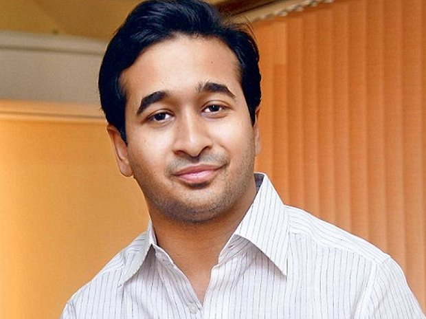 #Maharashtra #Congress MLA #NiteshRane held for throwing fish at govt officer  http:// mybs.in/2UXFo8Y  &nbsp;  <br>http://pic.twitter.com/r4pKVA4TbF