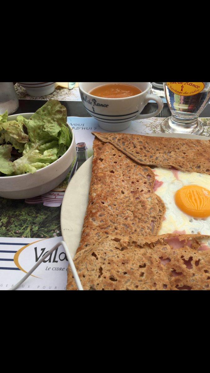 Galette, galet gott! #lunch #Franskmat #déjeuner #galette #cidre #dessert #wheninrome #LilyoChester #andernos #mobilreparation iPhone6<br>http://pic.twitter.com/Qm2NnrBxIm