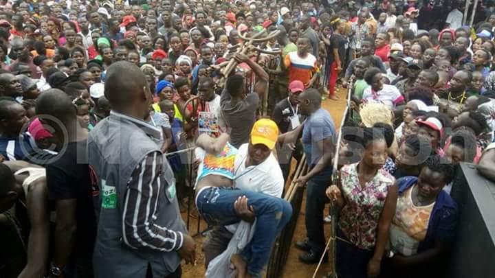 Thousands gather at kasangati play ground to attend Bobiwine&#39;s victory party today! #bikwasekyagulanyi <br>http://pic.twitter.com/eqbUubZ4Fl