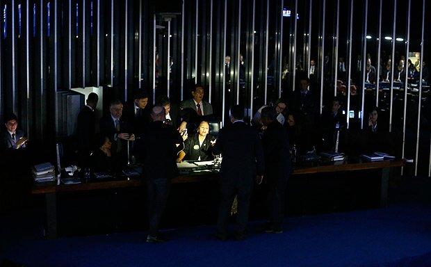 """Resultado de imagem para Eunício sobre ocupação no plenário: """"Deixa elas lá comendo marmita"""""""