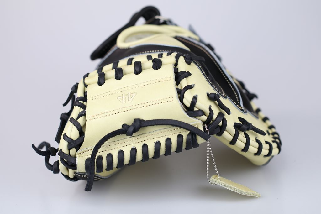 44 Baseball Gloves On Twitter Blonde And Black Signature Series