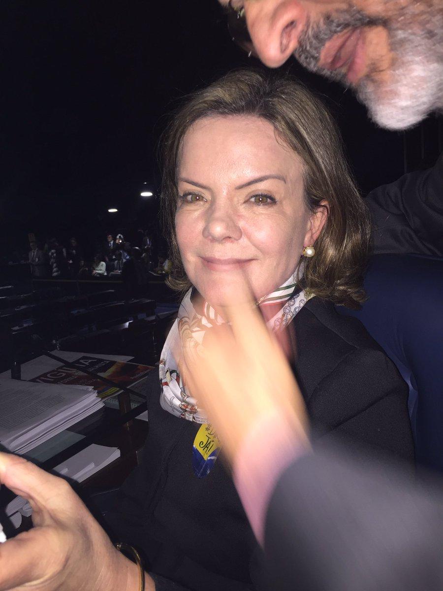 Ela é @gleisi PT/PR. É Presidenta Nacional do PT, foi Ministra da Casa Civil. Lutadora e destemida amiga. Orgulho de vc!