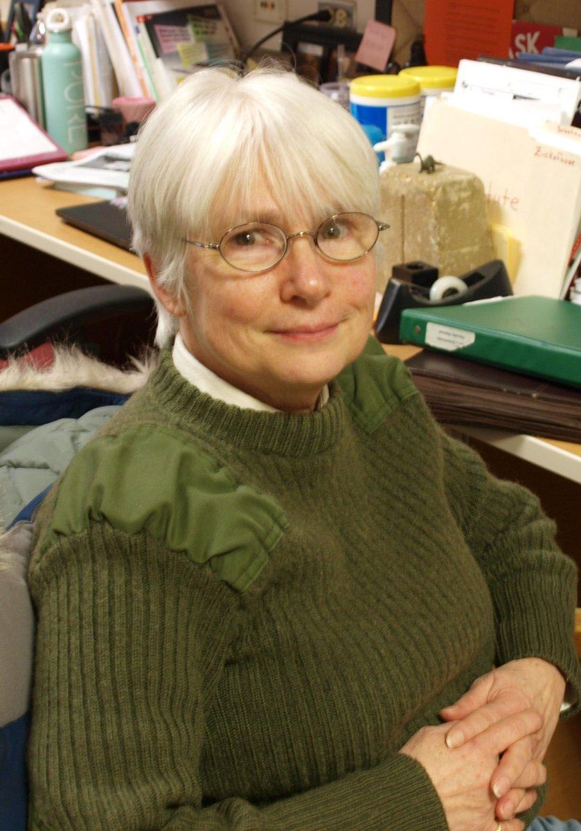 THANK YOU #D303 RETIREES- Mrs. Lynn Zickefoose, Social Studies Teacher @StCharlesEast 32 years with D303.<br>http://pic.twitter.com/NTAwemm6r7