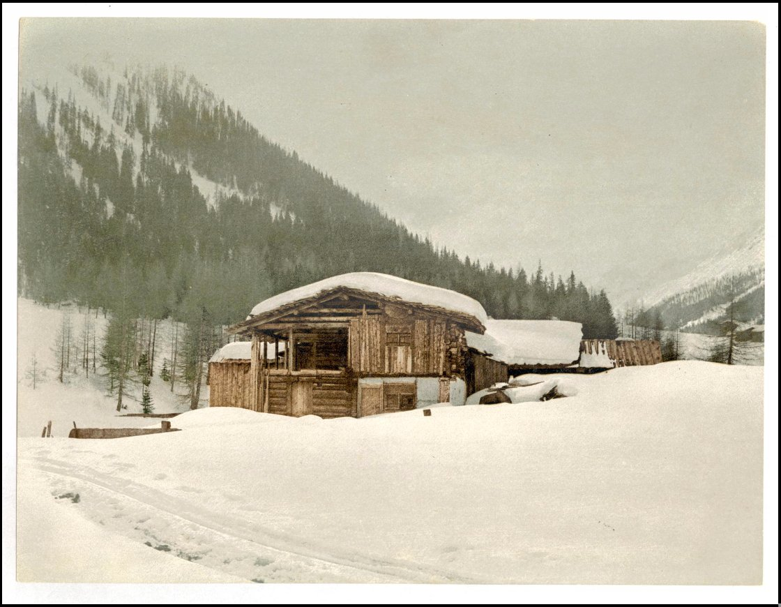 A snowy view in Grisons, #Switzerland, depicted in this 1890s #photochrome print of a chalet: https://t.co/7cksgl4ACW https://t.co/3zyrtmqv7T