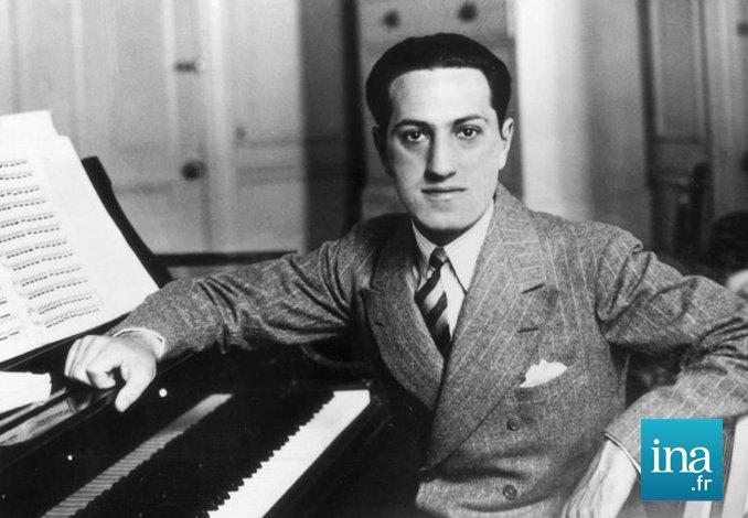 Il y a 120 ans, la naissance à Brooklyn d'une étoile filante de la musique classique américaine : George Gershwin ⏯️ https://t.co/ZVZnKyfjmC