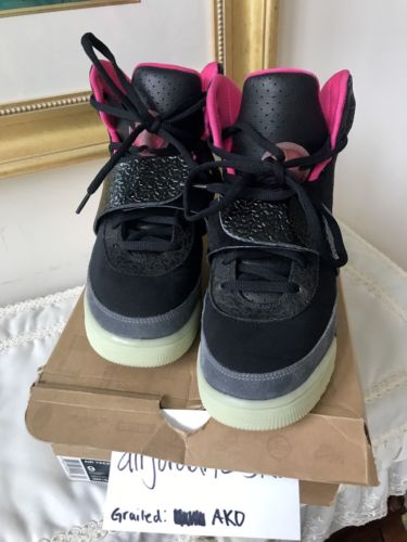 2e069a48b  KanyeWest  Shoes  Nike Air  Yeezy 1 Blink Black Pink Blinks 366164-003  Solar 2006 Kanye West Boost http   dlvr.it PTqQcS  Bestseller   Buypic.twitter.com  ...