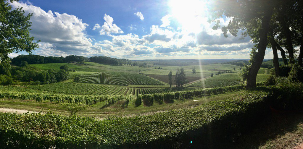 #TDF facebook live coming up at 18.30 UK. @OJBorg @robhayles1 et moi with stunning views near Bergerac. #bbccycling