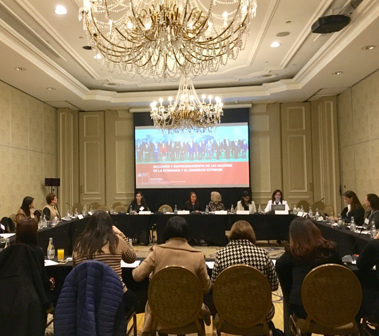 In Chile @we_apec #APEC meeting, USCCF played a key role in sharing how private sector supports women's leadership in biz. #USCCFWomen @APEC https://t.co/qTNbXjTcce