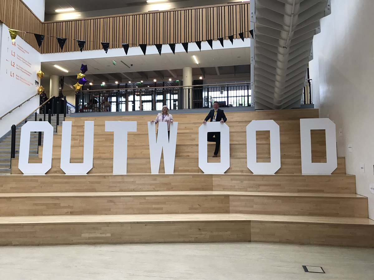 Here&#39;s one of #superbray, Mrs McQueen and our fabulous #OUTWOOD sign! (Like HOLLYWOOD but BETTER) #barnsleyisbrill<br>http://pic.twitter.com/Py7U2X6LEH