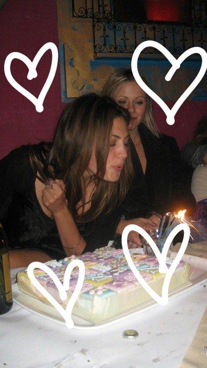 Happy 28th birthday Phoebe Tonkin