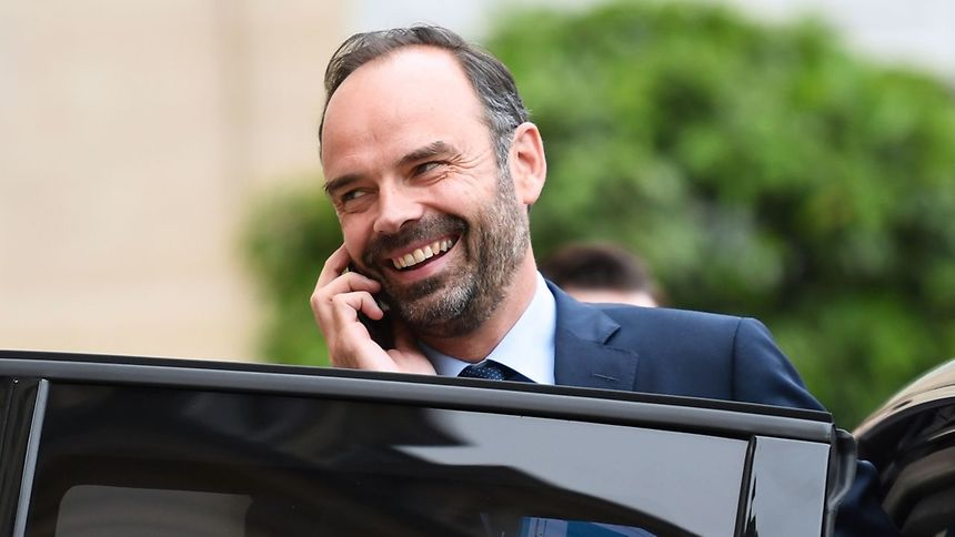 #France to cut €11 billion in #taxes next year, says PM #EdouardPhilippe -  https://www. wort.lu/en/business/ed ouard-philippe-france-to-cut-11-billion-in-taxes-next-year-says-pm-5965b723a5e74263e13c3f3d &nbsp; … <br>http://pic.twitter.com/1fcbI8byfg